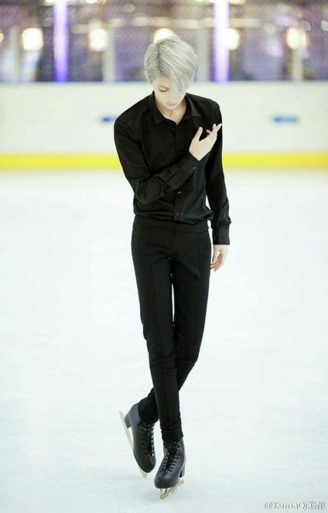 Photo of Viktor Nikiforov Yuri On Ice cosplay enchants thousands of Internet users. – M …