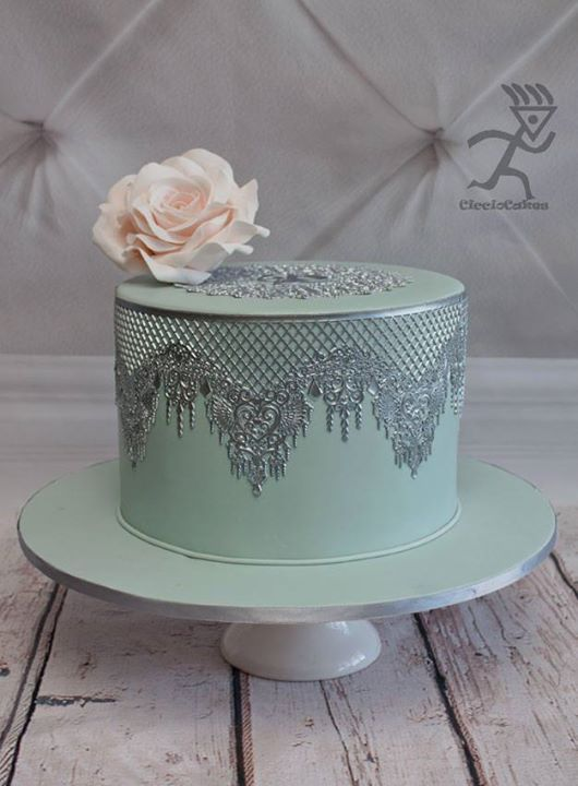 edible lace for wedding cakes how to make silver metallic edible lace cake decorating 3825