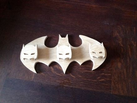 Porte-manteaux décoration superhero Batman bois naturel chantourné