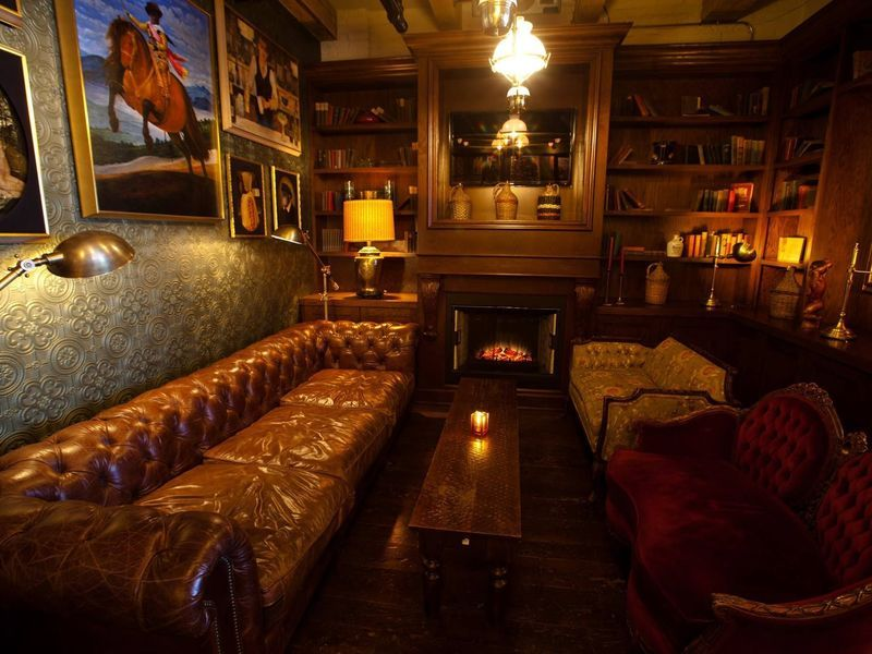 Chicago S Best Restaurants Bars With Fireplaces Restaurant Bar