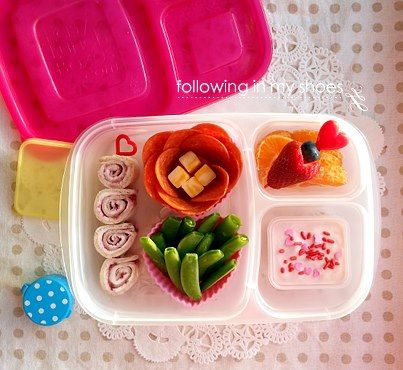 Fun Valentine's Day #lunchbox via FollowingInMyShoes.com, packed in #EasyLunchboxes