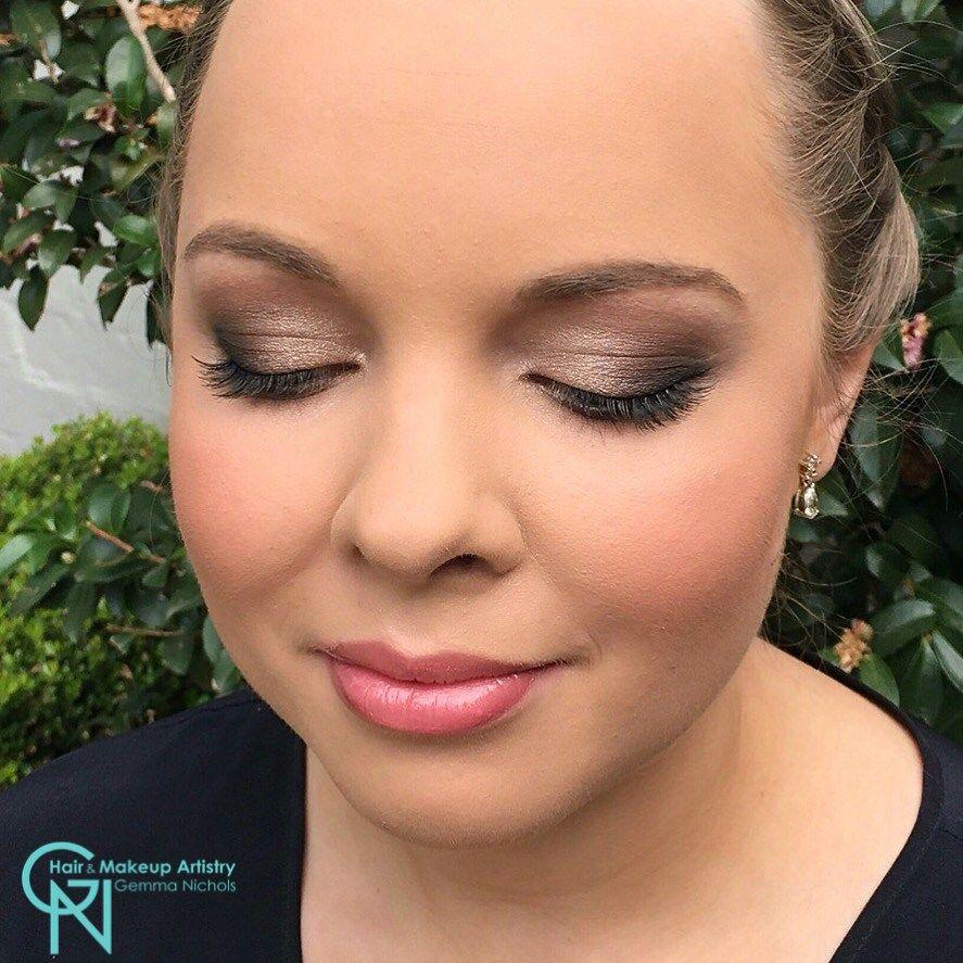 golden eye makeup Artistry makeup, Golden eye makeup