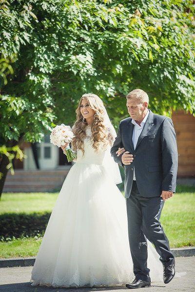 Невеста с отцом.
