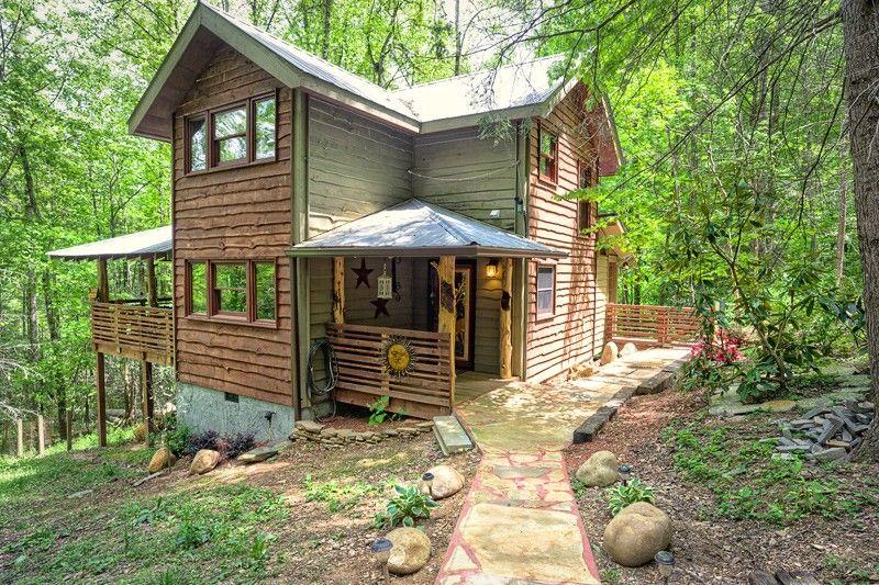 1 Bedroom Honeymoon Pet Friendly Cabin In Gatlinburg Pet Friendly Cabins Gatlinburg Cabins Honeymoon Bedroom