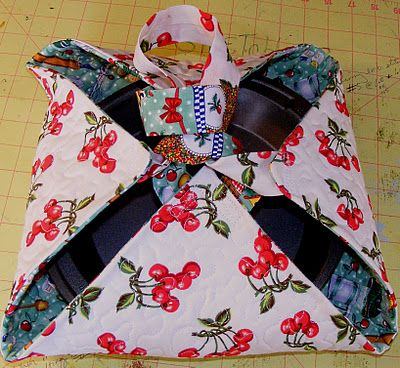 Excellent Casserole Carrier tutorial - I use mine often and it's so useful - http://karenscraftyworld.blogspot.com/2011/11/tutorial-quilted-casserole-carrier-in-6.html