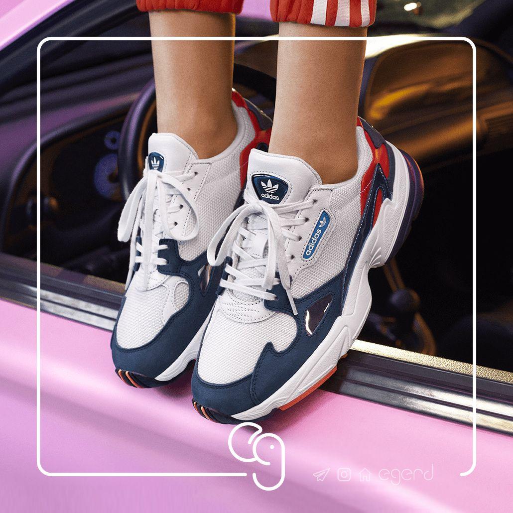 premium selection bce55 495ea آدیداس با تغییر طرح کفش های فالکون دهه ۹۰ خود با رنگهایی متنوع تر و  برجستگی های بیشتر، از فالکون های جدید خود رونمایی کرد.