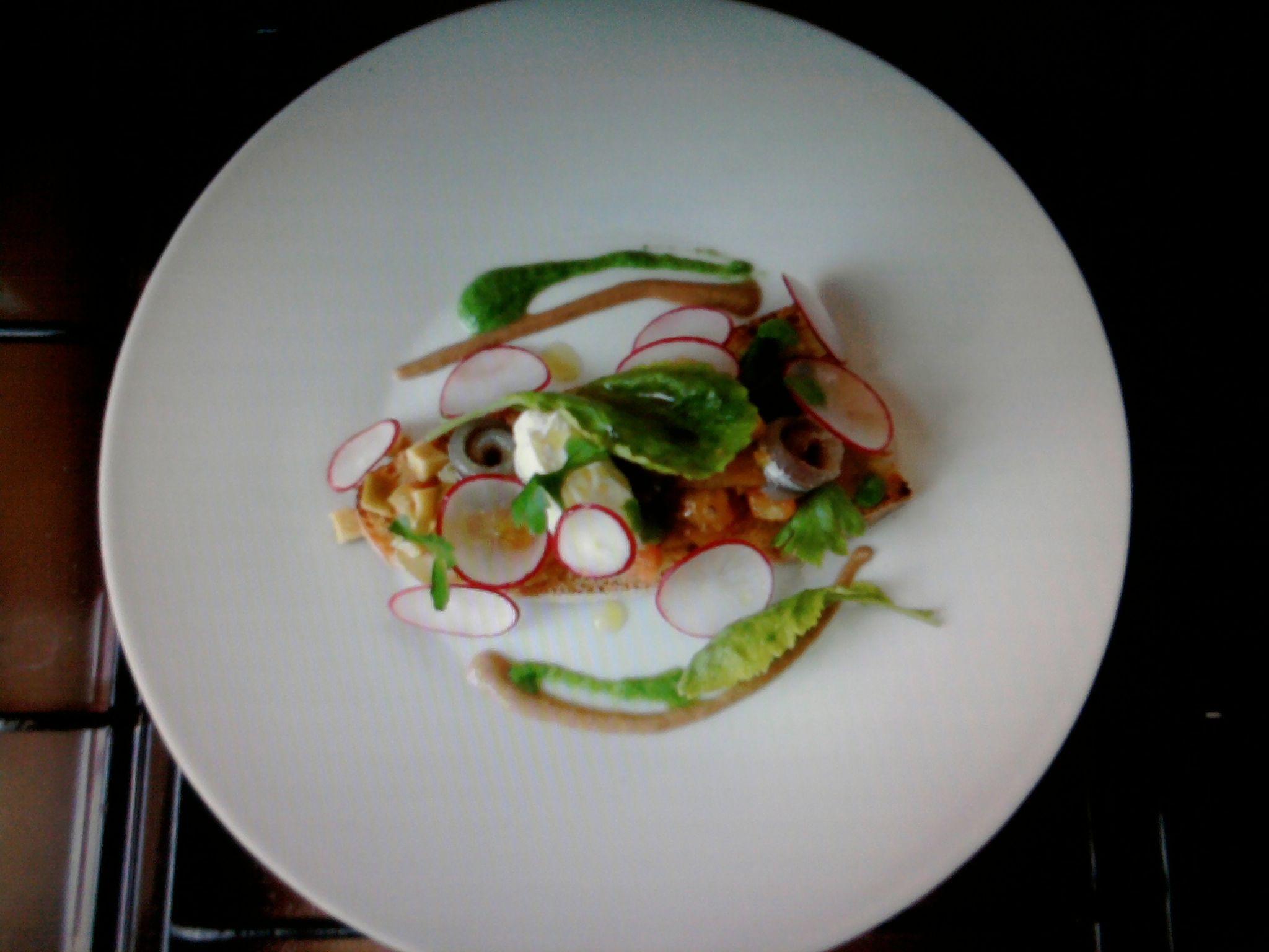 Bruschetta classica al pomodoro, acciughe ravanelli mascarpone e olive sono in aggiunta  Gino D'Aquino