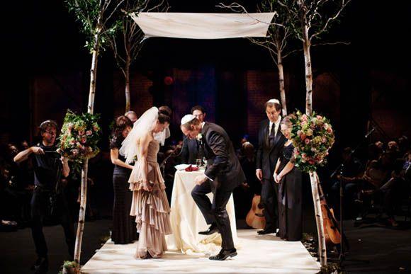 04-jewish-wedding-breaking-glass-ceremony.jpg (580×387) | hindu ...