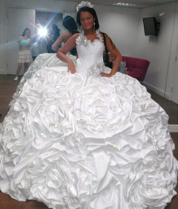 Fat Ugly Wedding Dress: Good Heavens!! I Wonder How Much This One Weighs