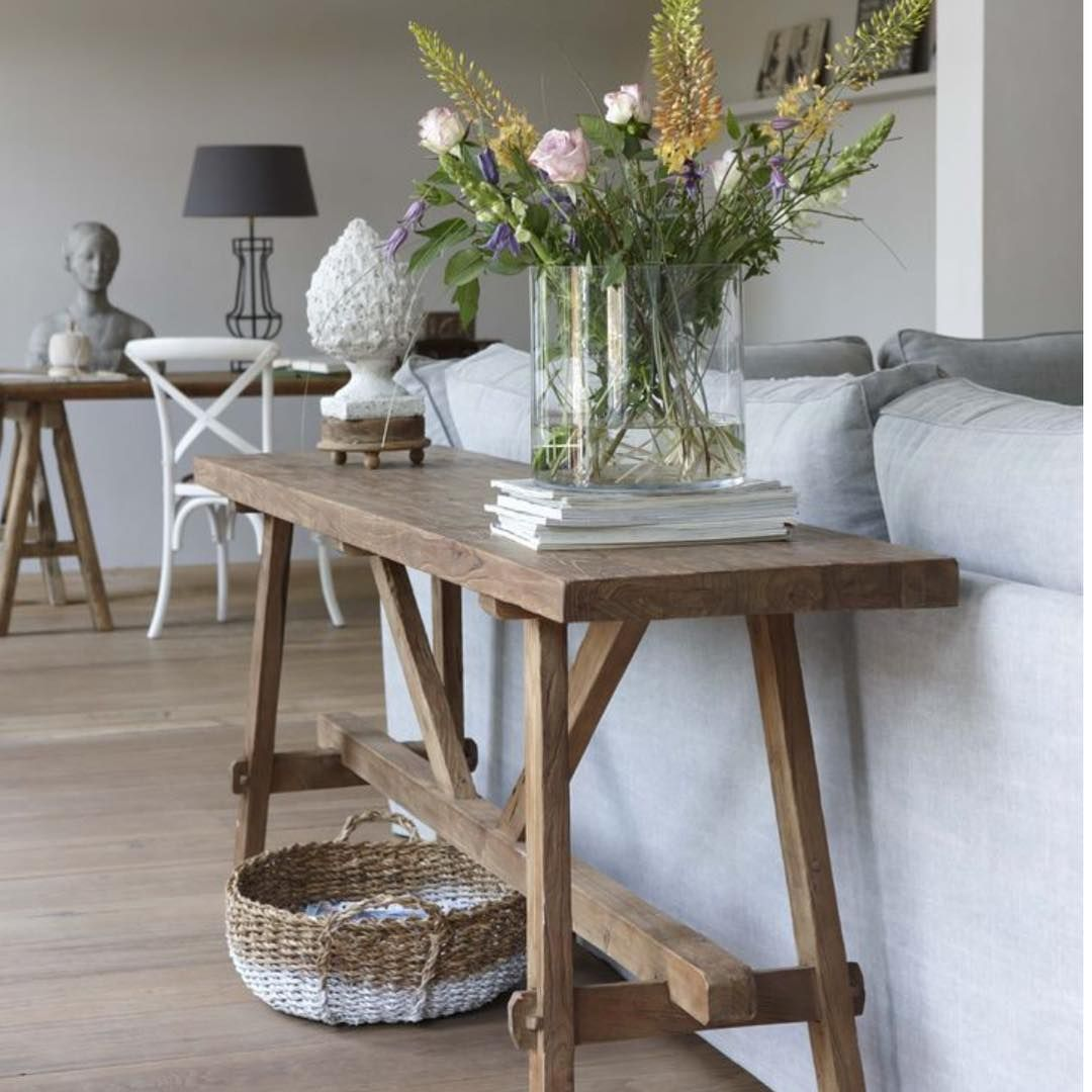 Wish My House Was This Tidy Love The Clean Lines And Simplicity Image Via Hetkabinet Thesummerhousestyl Sofa Table Design Sofa Table Decor Cheap Sofa Tables