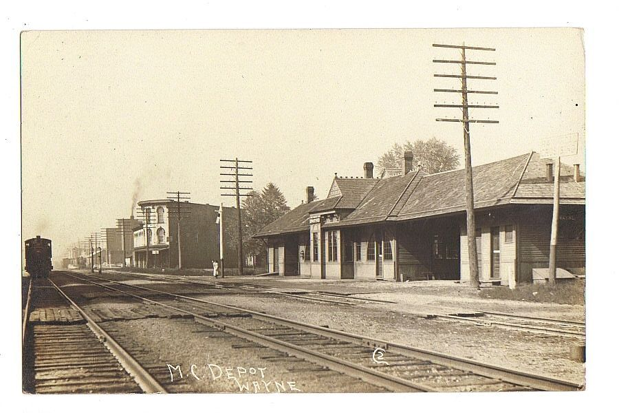 WAYNE MICHIGAN M.C. RAILROAD DEPOT rppc Real Photo Postcard
