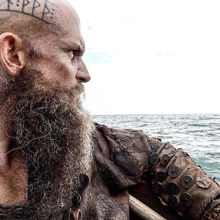 Floki Tattoos: 197 Me Gusta, 2 Comentarios