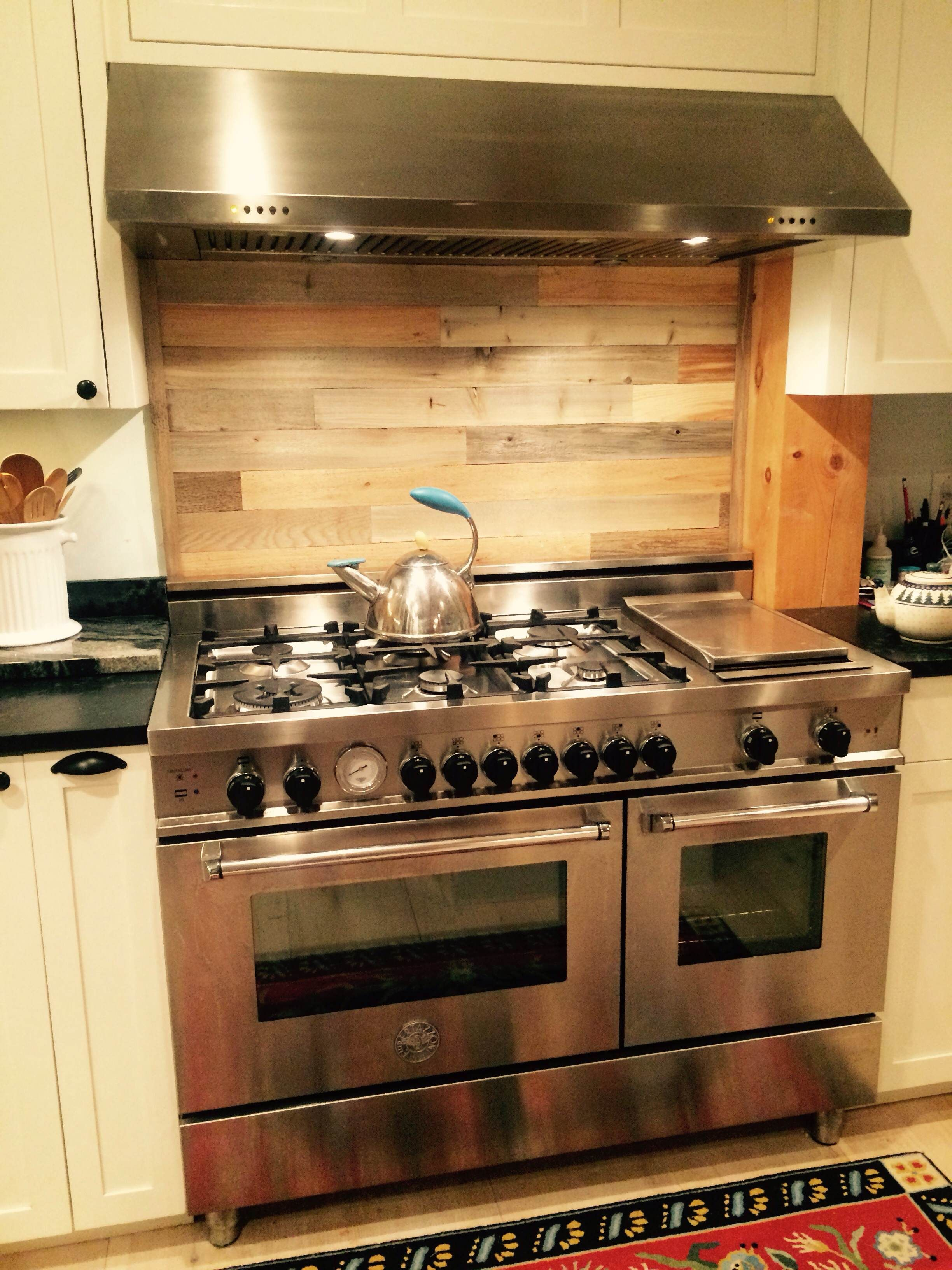 - Timberchic Sticks To The Old Tile Backsplash Behind This Stove