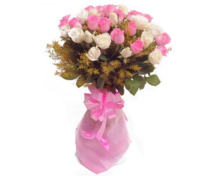 This amazingly hand picked 18 pink roses, 12 white roses with lots ...