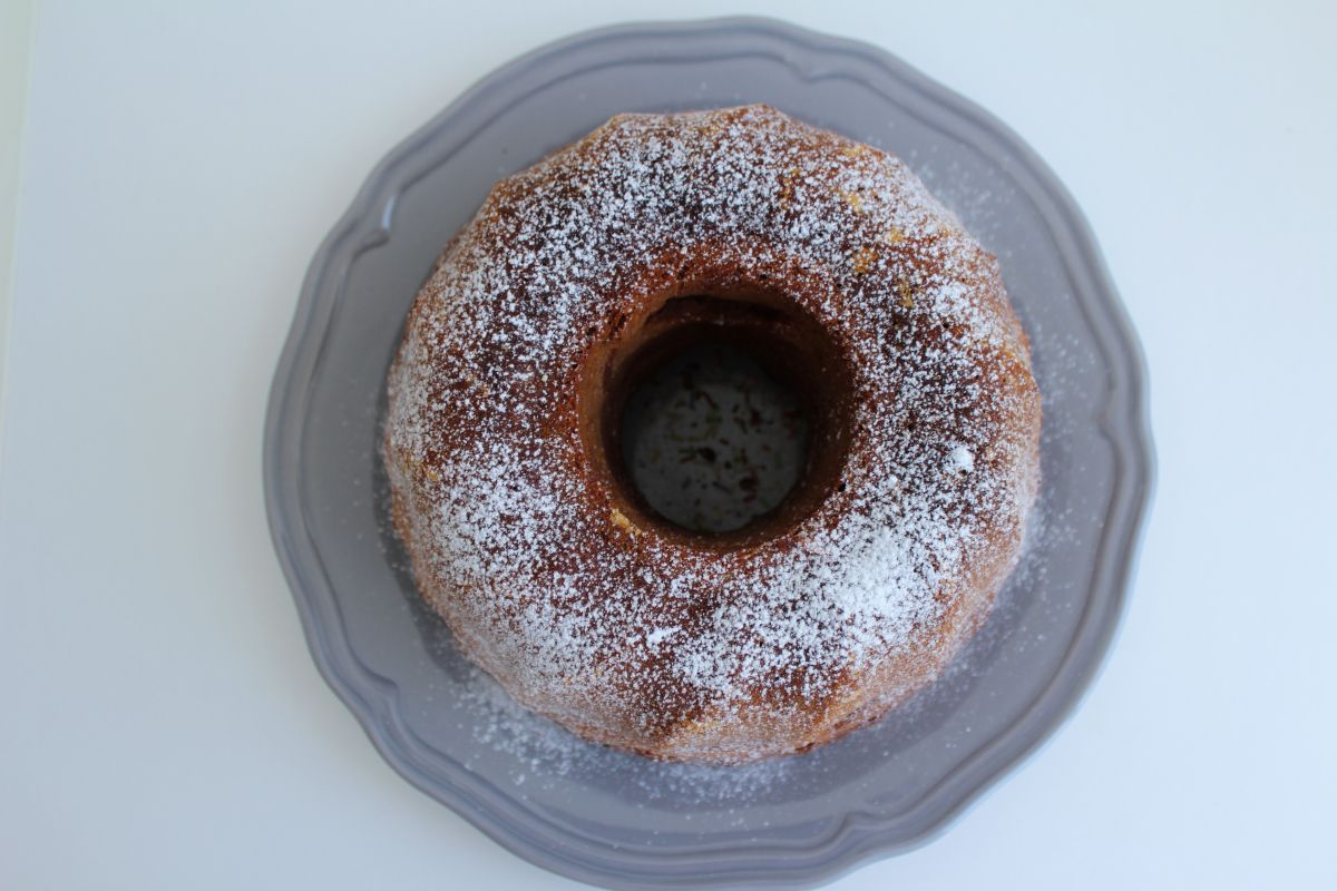 Fazer um bolo é sempre, para mim, algo mágico! Quem já me conhece sabe que adoro fazer doces e bolos principalmente. Adoro bolos de todos os tipos e com todos os tipos de sabores. Aos fins de seman...