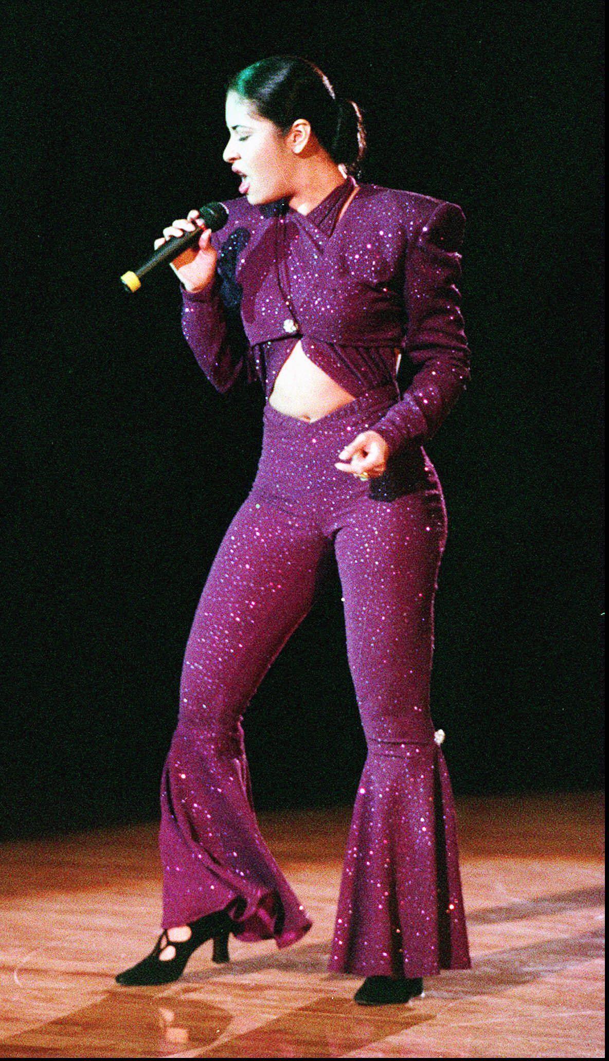 selena quintanilla outfits - Google Search | Selena ...