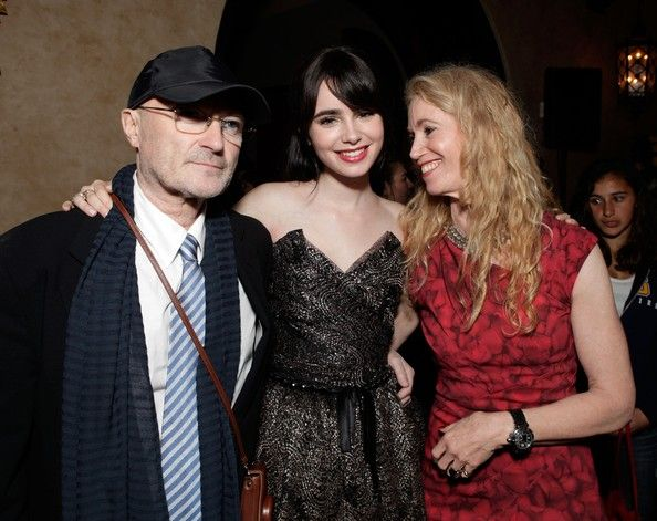 Phil Collins Lily Collins And Jill Tavelman Musica Furthermore, when their daughter lily collins became the famous actress, jill tavelman has been in the spotlight even more. phil collins lily collins and jill
