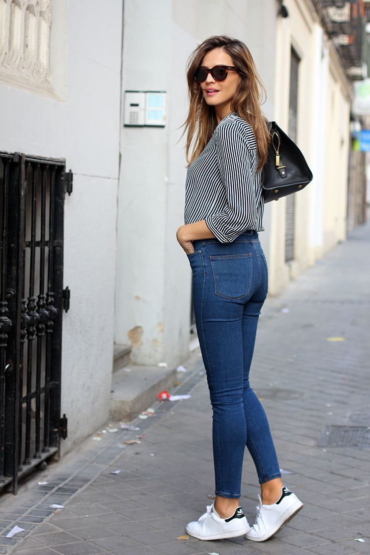 #ladyaddict wears her Adidas sneakers with skinny jeans, a striped blouse  and chic