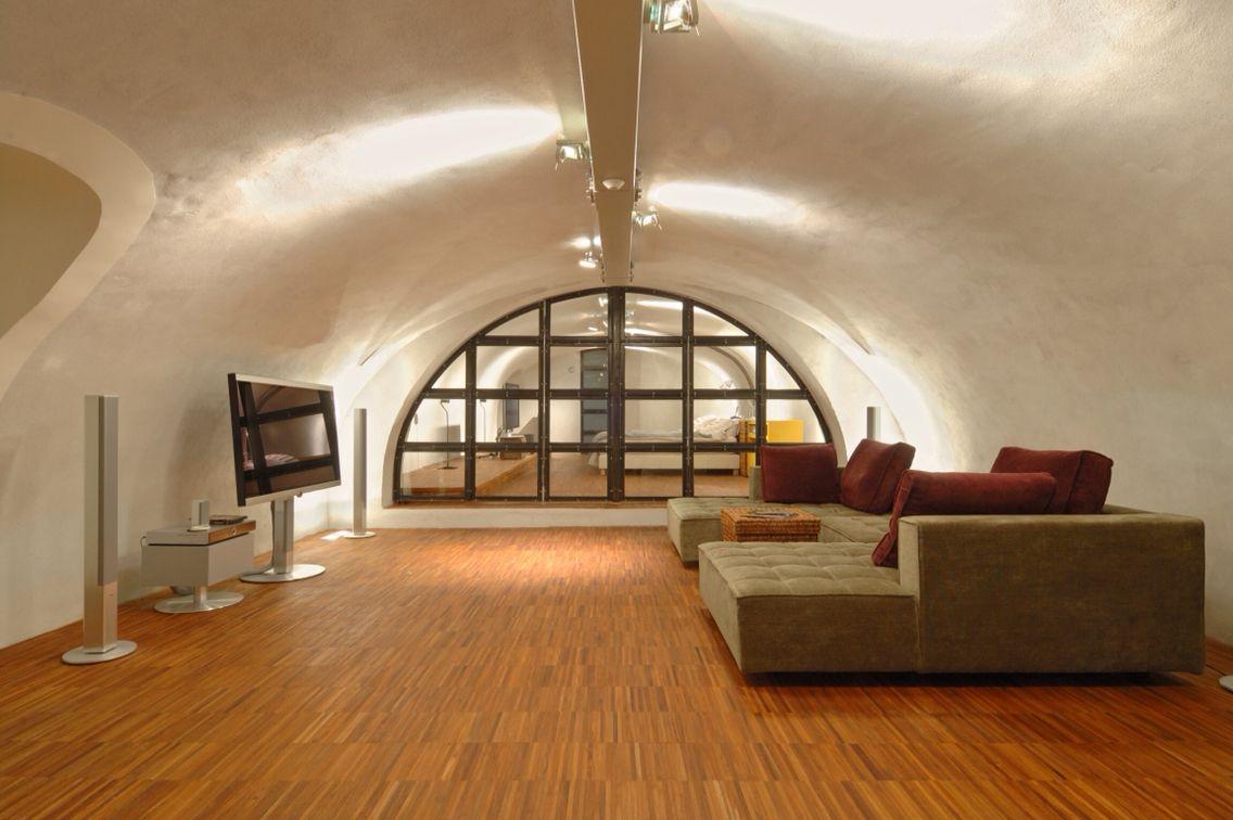 Strakke minimalistische vloertegel in met glansvegen