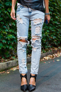 Boyfriend jeans. I love the oversized lazy look of the boyfriend jeans. Really a musthave!