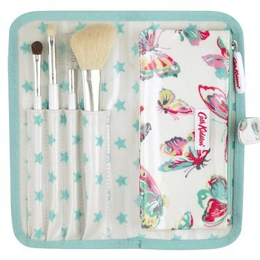 Keep all your make up brushes in one place with this pretty roll case. It contains a selection of natural bristle brushes and a handy detachble purse to keep any extra brushes in.