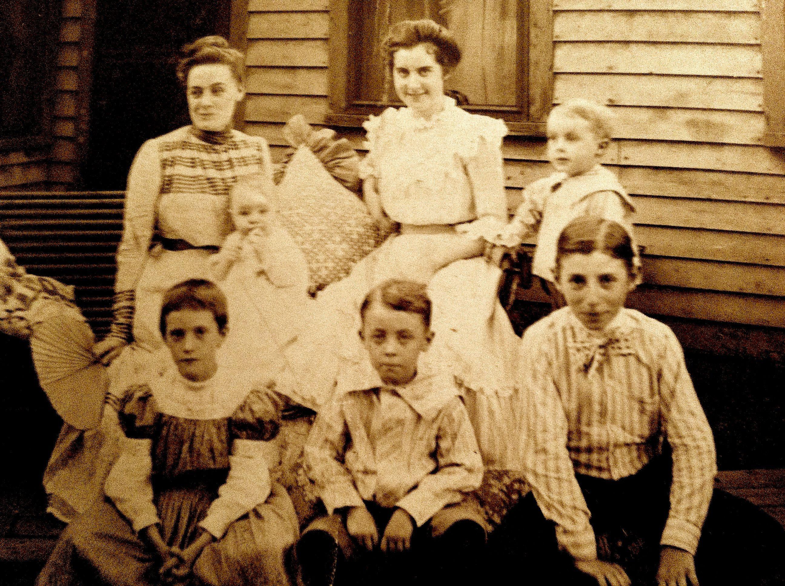 old family photos pixels families. Black Bedroom Furniture Sets. Home Design Ideas