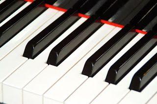 Piano matkalla... Kaipion koulun käytössä ollut soitin kotiutuu meille Seniorikeskukseen kesällä... Kiitos Maritalle ja Lauralle!