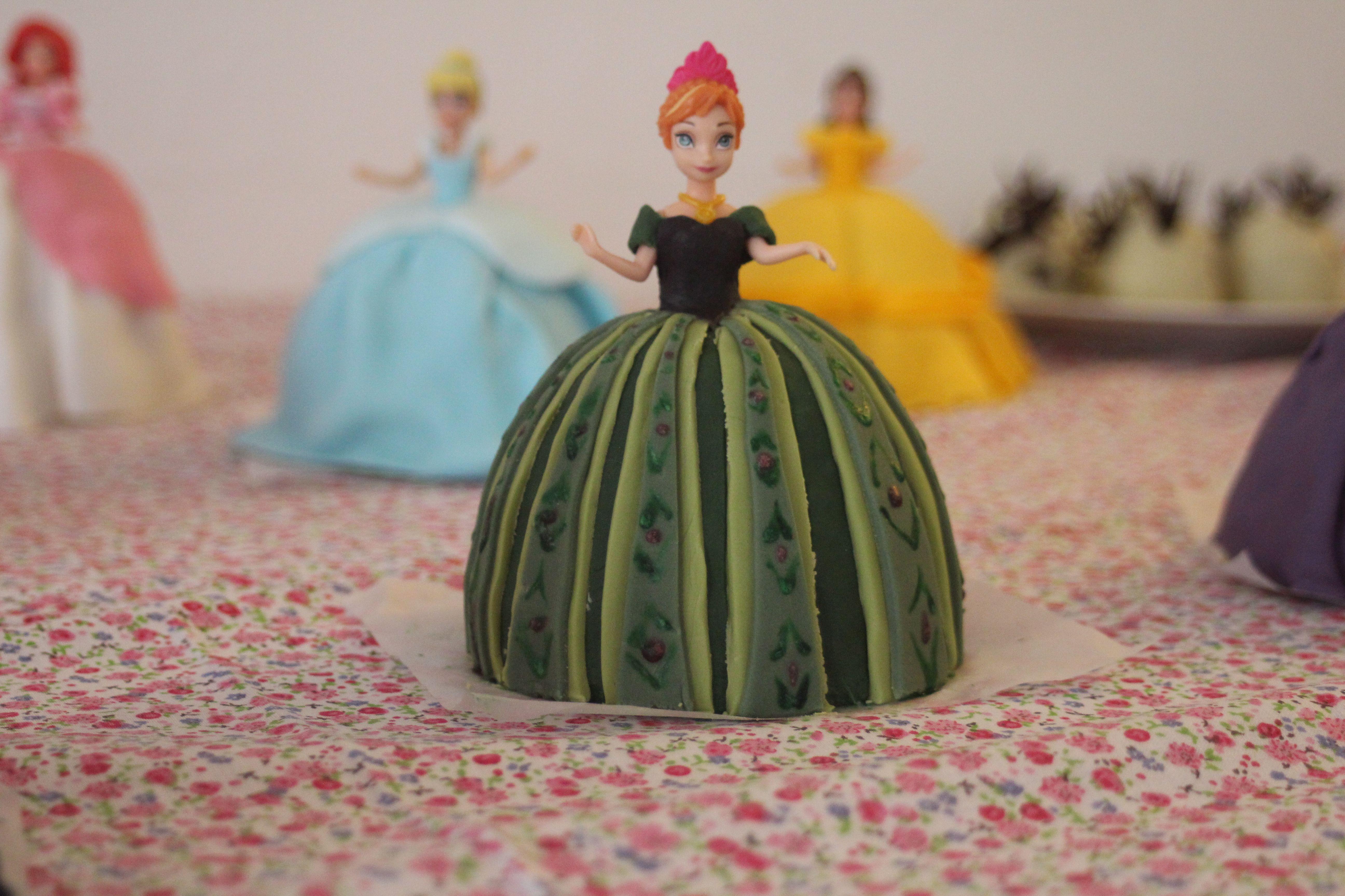 Anna princess doll cake from disney movie frozen gateau - Ana reine des neiges ...