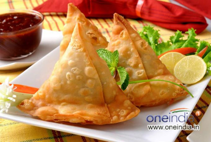 Indian snacks samosa food for thought pinterest indian snacks samosa forumfinder Images