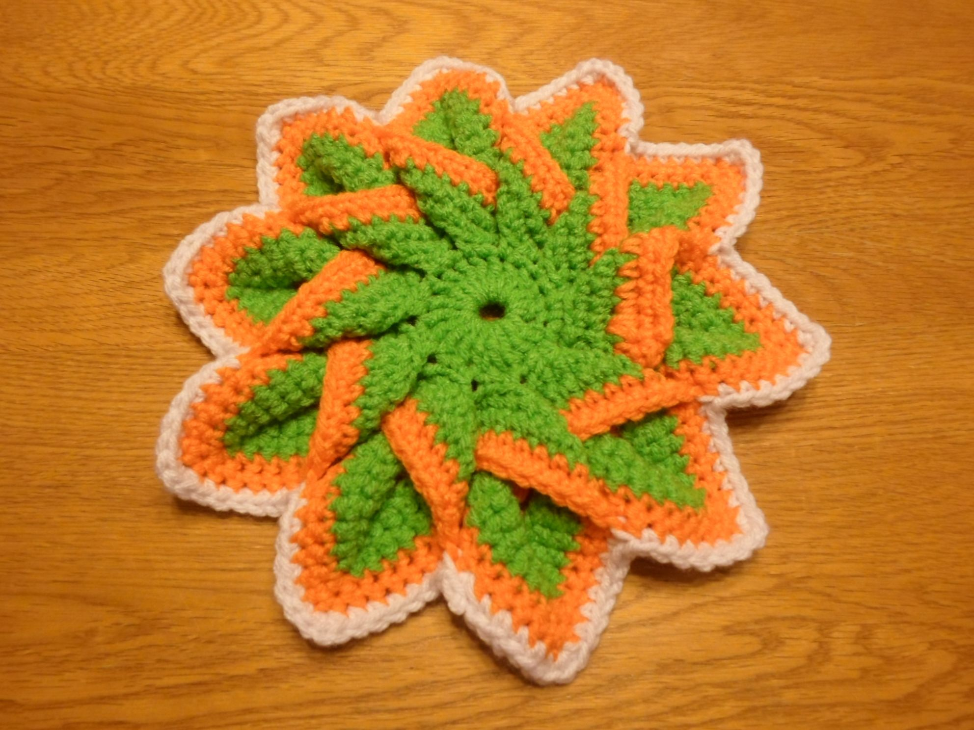 Trivet/pot holder has a really cool 3D design.  totally enjoying creating these