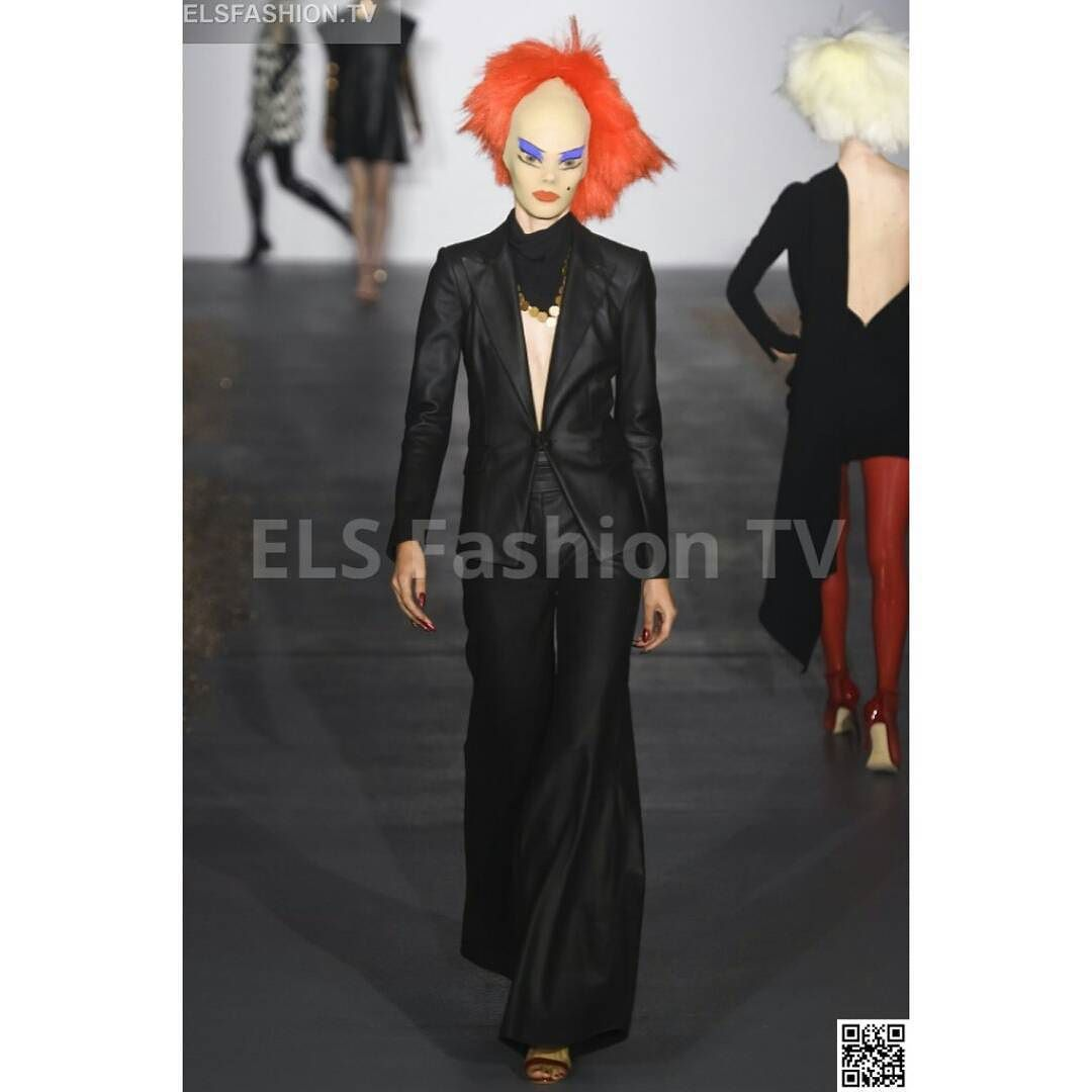 #Garethpugh #lfw2016 fall S/S Full Show HQ #photos #elsfashiontv http://ow.ly/Tagua #lfw #lfw15  Click on the above link to watch the entire collection. Register your email for dialy update! and to interact with us.  #me #photooftheday #instafashion #instacelebrity #instaphoto #paris #newyork #montecarlo #fashionweek #london #italia #manhattan #miami #dubai #glamour #fashionista #style #altamoda #fashiontrend #tvchannel #fashiontrends