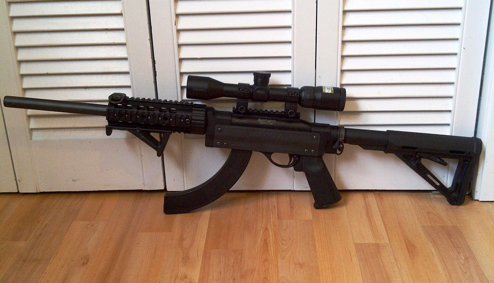 Remington 597 VTR a magpul stock, grip and fore grip  front