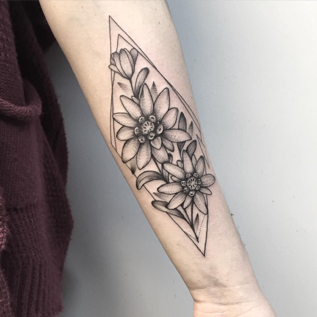 anna bravo dotwork flower tattoo | tattoos | pinterest | tatouages