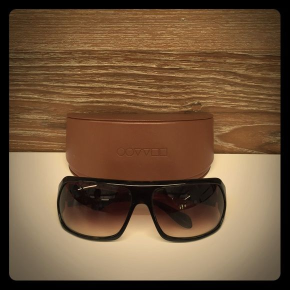 Oliver Peoples Conway Sunglasses Conway tortoise sunglasses lightly worn with no scratches and includes original case. Oliver Peoples Accessories Sunglasses