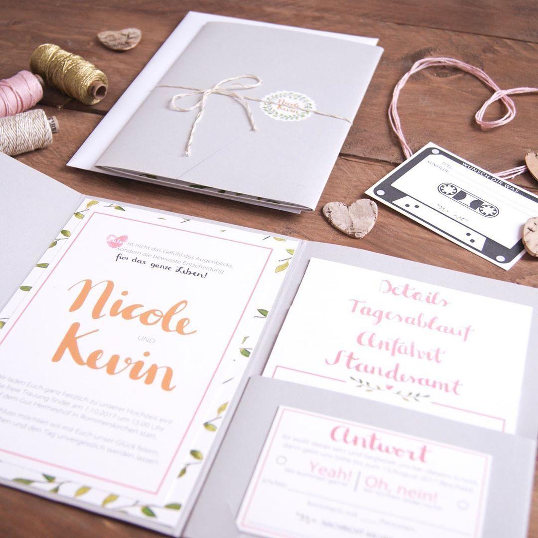 Schwarz Auf Weiss Wir Heiraten Happybridechallenge Gluecklicheiraten Fortsetzung Vom Verlobungstext Bei Unser Place Card Holders Wedding Place Cards