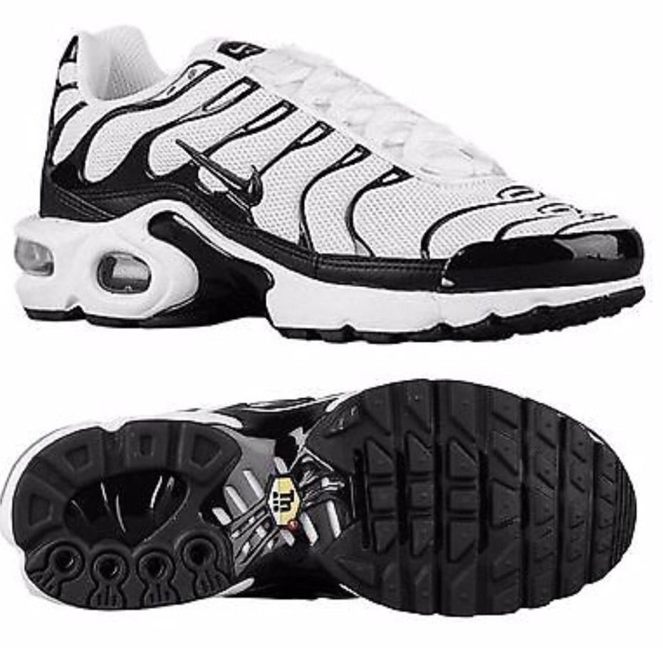 3ed8ea4aff70 Nike Youth Air Max Plus TN White Black Tuned Retro Size 4 Youth 655020-091   Nike  Athletic