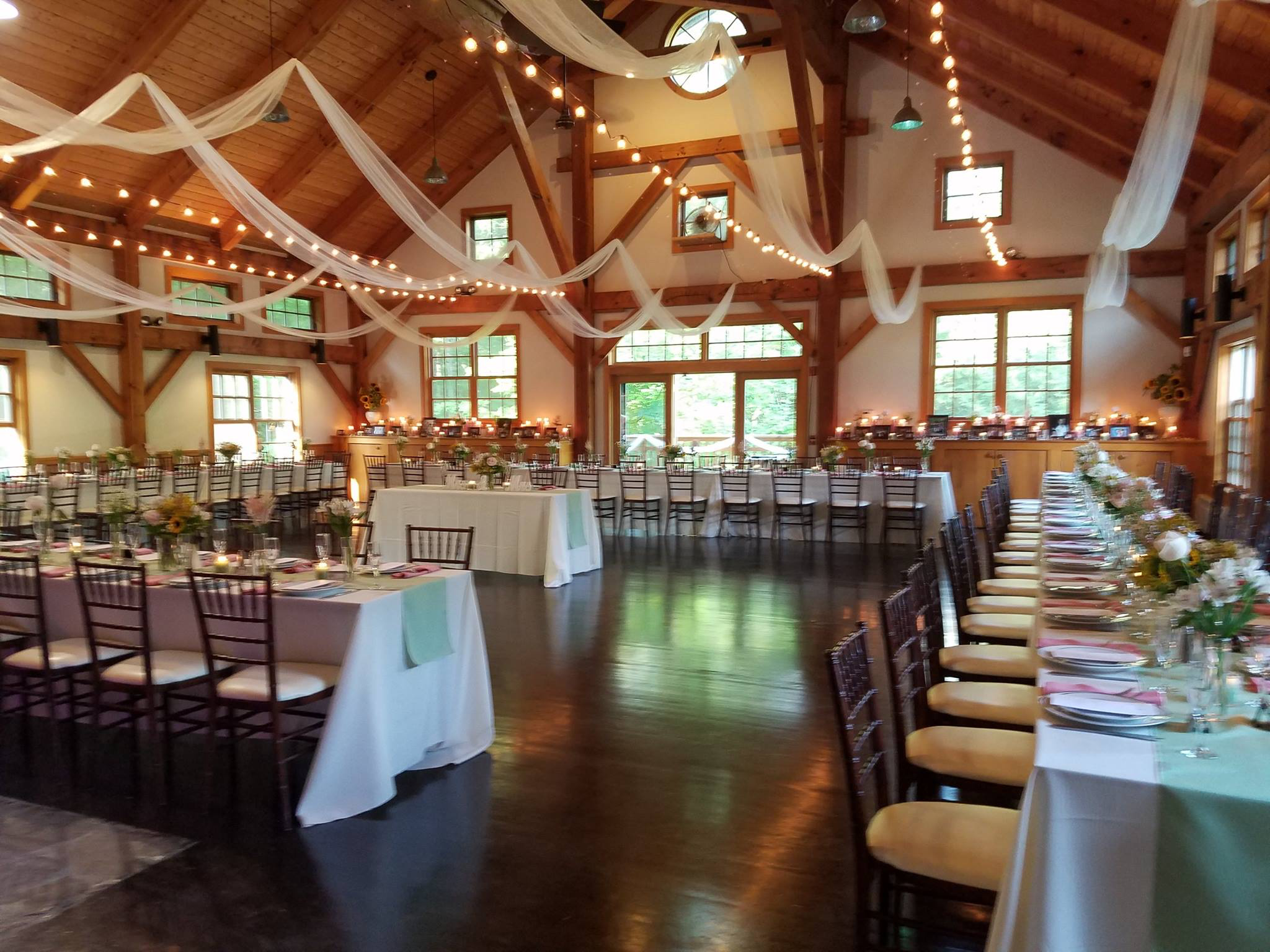 Stonewall Farms Wedding I Can T Wait To Get In There Next Oct 2019 Stonewall Farm Table Decorations Vintage Rentals