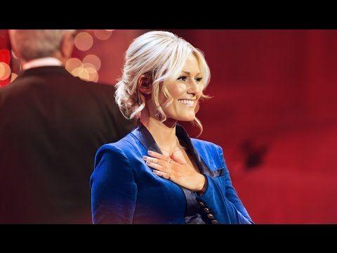 Helene Fischer Power Of Love Live Aus Der Hofburg Wien Helene Fischer Frisur Blonde Schonheit Helene Fischer Haare
