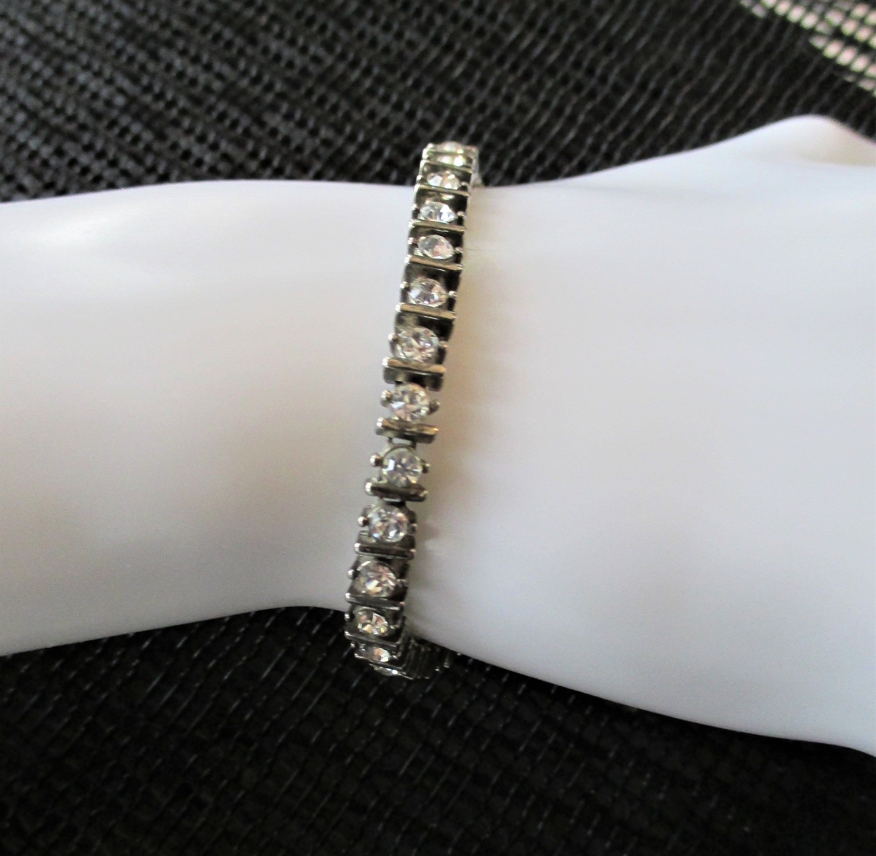 On Sale Collectible Bling Black and  Silver Toned Glass Bead 7 inch Toggle Clasp Bracelet Costume Jewelry Fashion Accessory