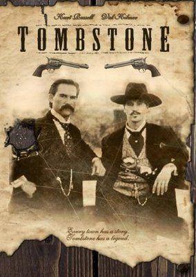 Tombstone de 1993.  Dirigido por George P. Cosmatos Actores: Kurt Russell, Val Kilmer, Sam Elliott, Bill Paxton, Powers Boothe.
