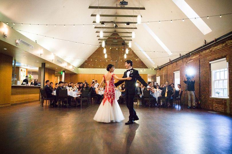 A North Carolina Wedding That Marries Duke And Unc Raleigh Wedding Photographer Warehouse Wedding Venue North Carolina Wedding