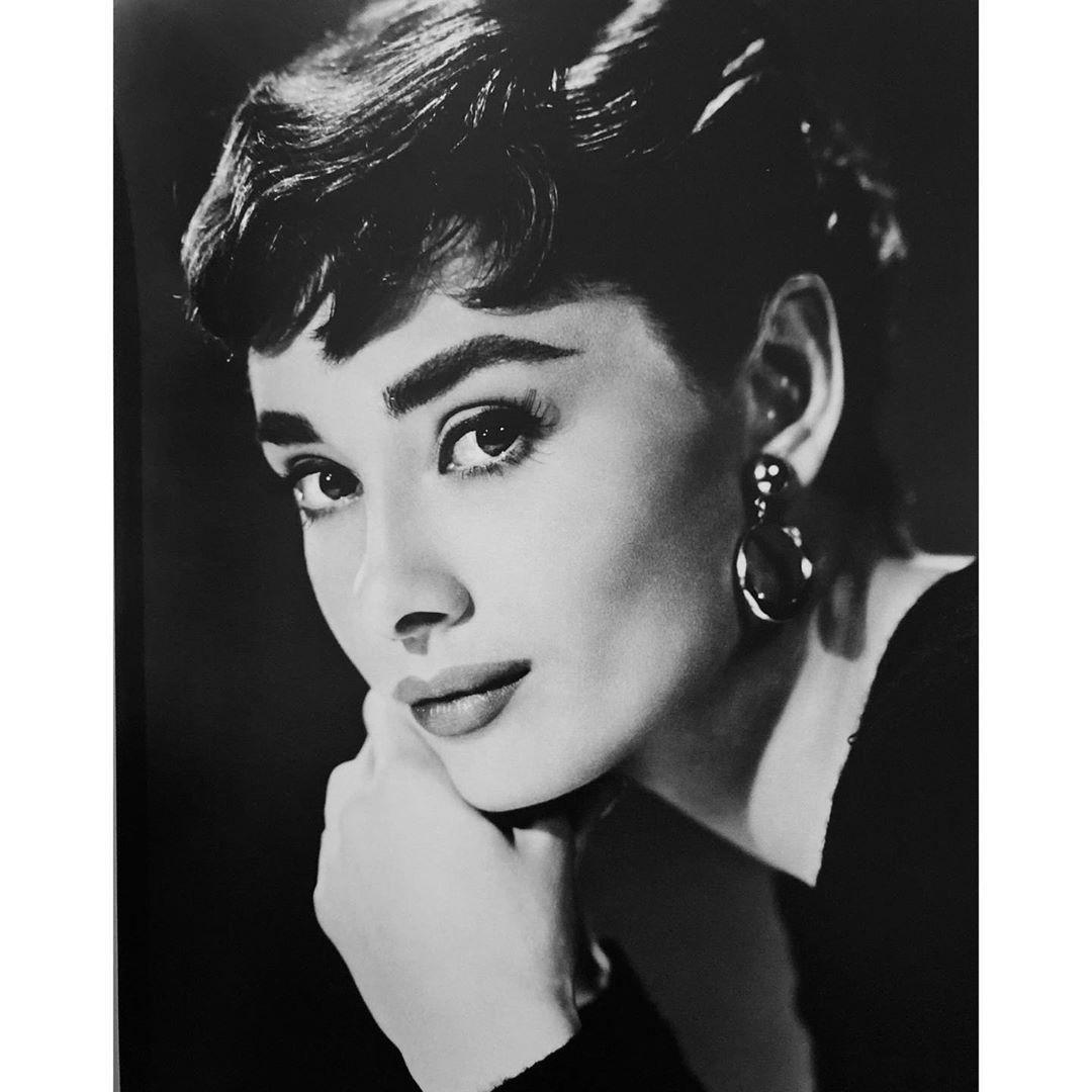Icon of her time. . . . #audreyhepburn #icon #actress #blackandwhitephotography #blackandwhite #portrait #instaphoto #ph...