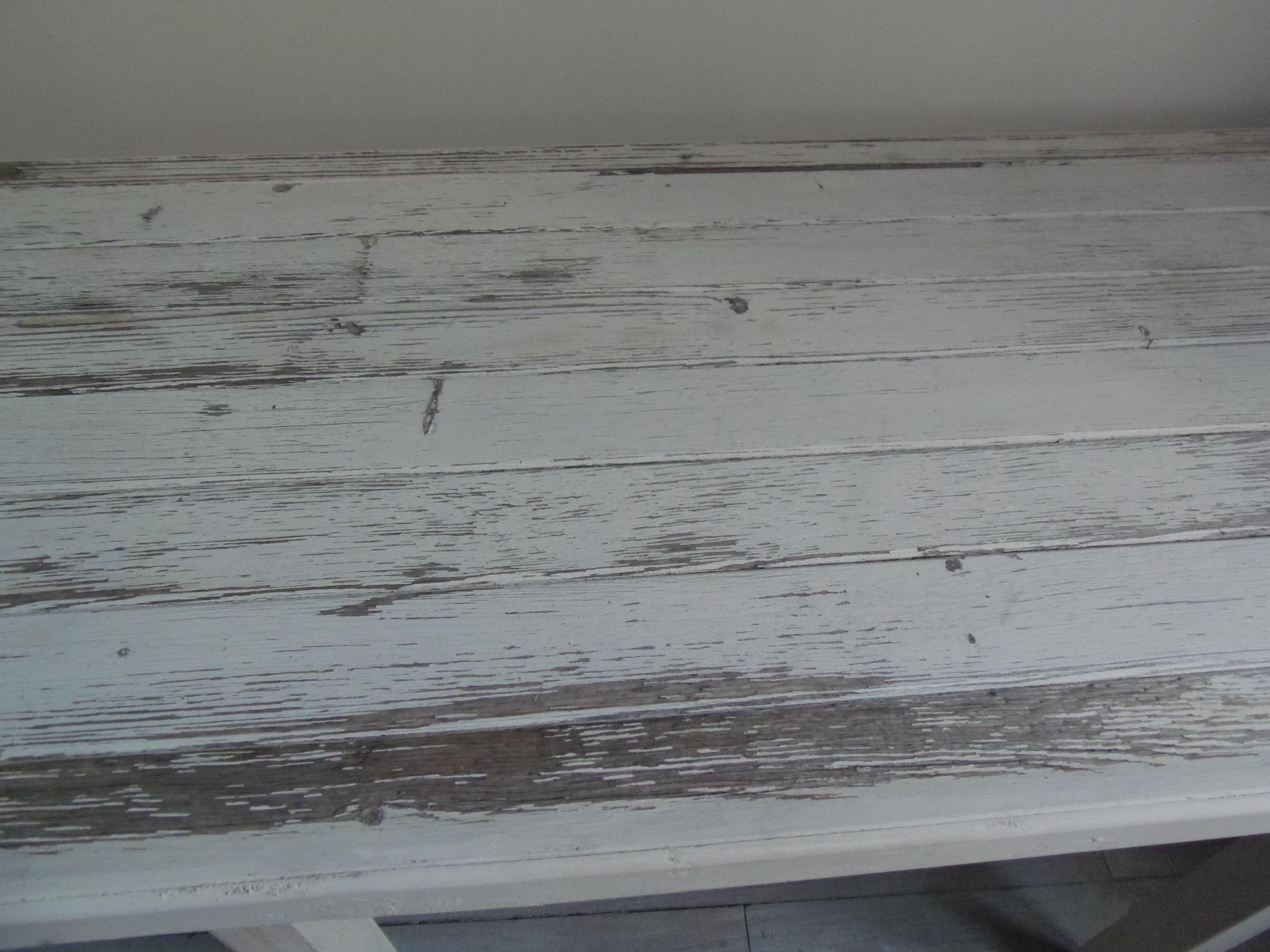 Console patinée gris perle blanc poudré finition cirée. cette console a été réalisée avec une table et un volet anciens laissés dans leur jus, pour un esprit récup chic. L 152 cm  P 49 cm  H 75 cm           180 €. Par l' atelierdes4saisons