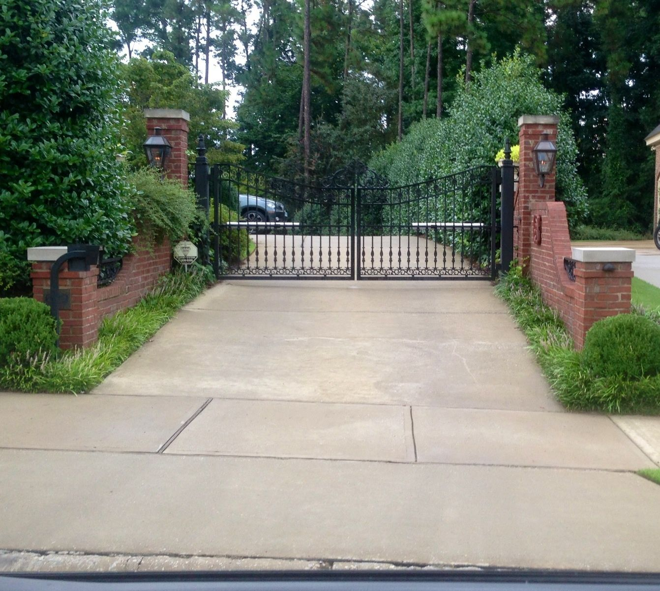 Top 40 Best Driveway Lighting Ideas - Landscaping Designs |Driveway Entry Lights