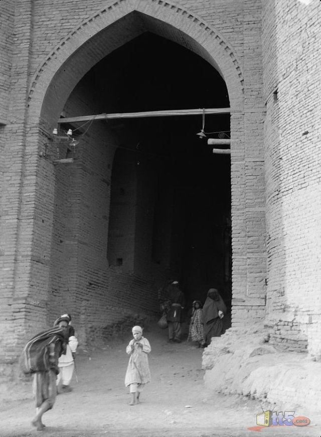 One of the gates of Baghdad c 1900