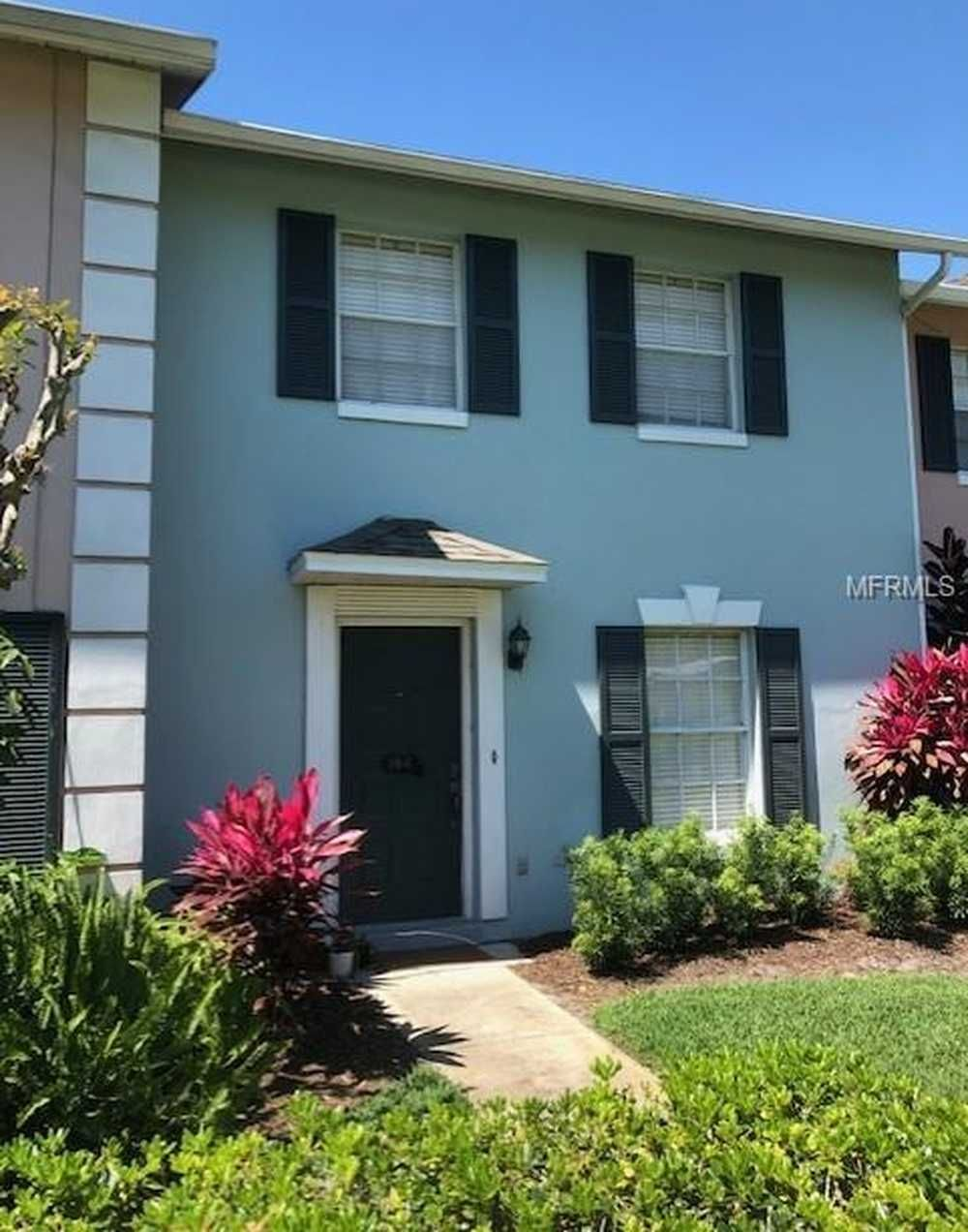 Well maintained 2 bed/2.5 bath townhome for rent in