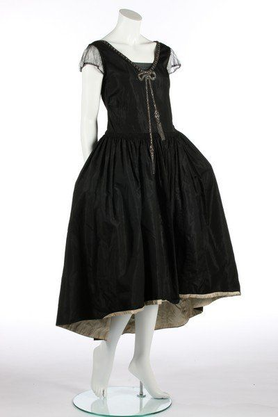 omgthatdress@Tumblr: 1926 robe de style from Kerry Taylor Auctions.