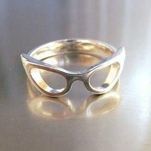 Cat eye glasses ring.