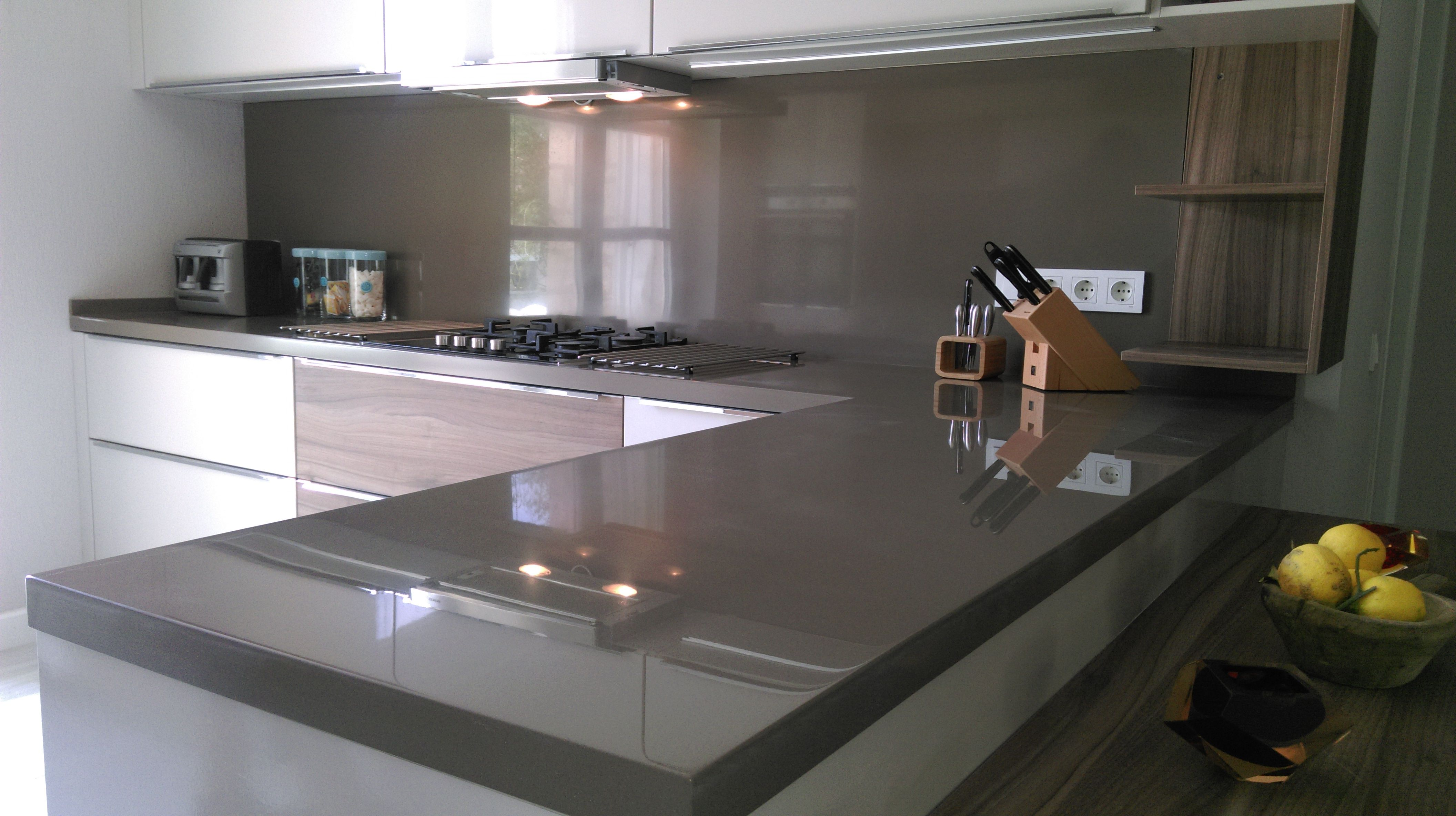 Solid surface countertop price per linear foot kingkonree for Solid surface countertops cost