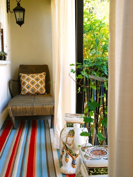 Decorating for a small balcony